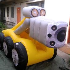 Nafukovací robot