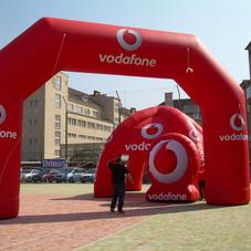 Nafukovací oblouk Vodafone