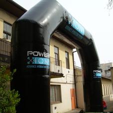 Nafukovací oblouk Powerade