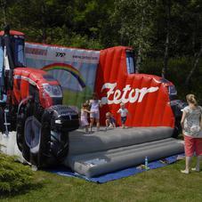 Skákací hrad traktor Zetor